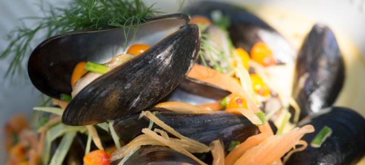 Opskrift fra restauranten: Dampede blmuslinger med havtorn
