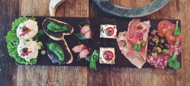 Tapas Huset fejrer ny frokostbuffet med gratis drikkevarer